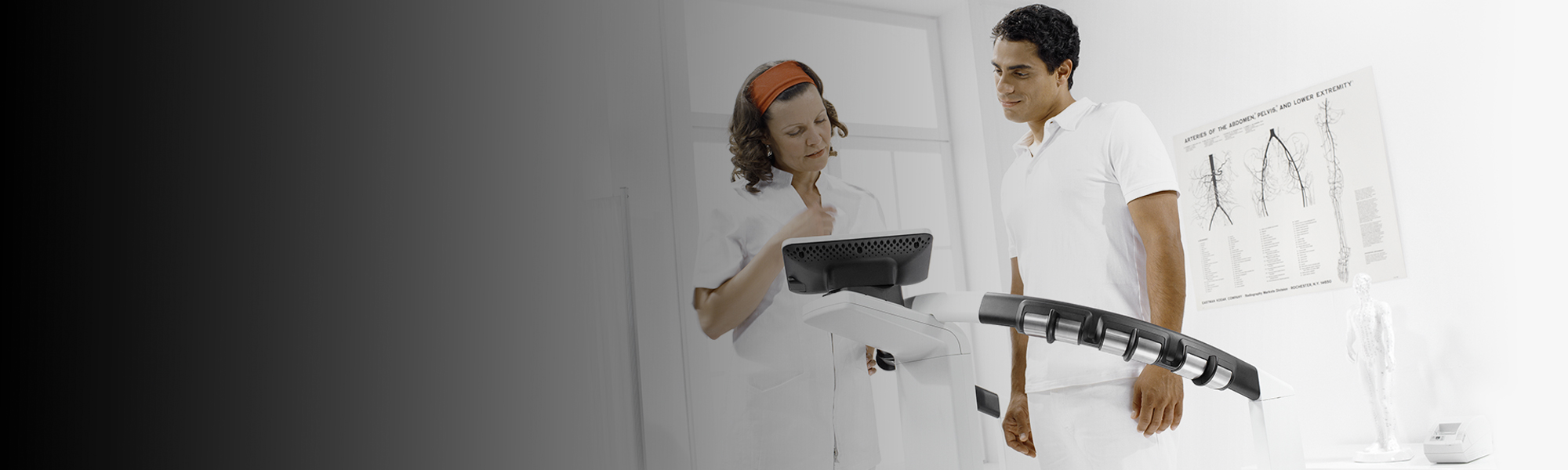 Image of a nurse and a patient doing a Body Composition analysis