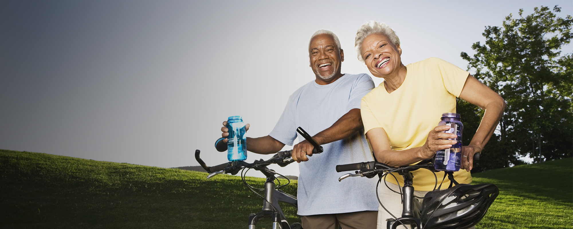 Image of an old couple smiling